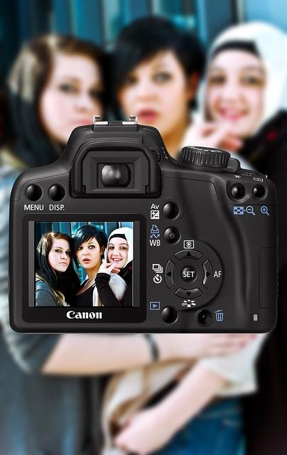 camera-84893_640.jpg